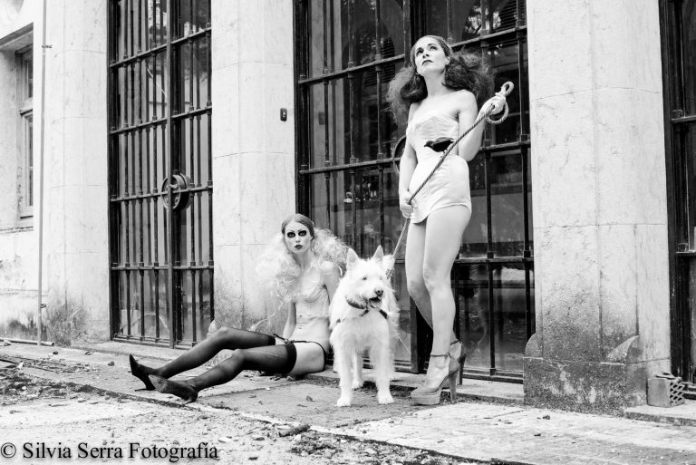Silvia-Serra-online-dogs outside-3